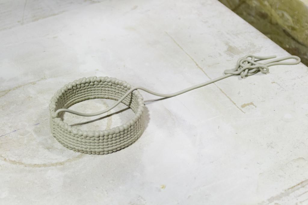 Premiers tests d'impression réalisés en mai 2015 à l'aide d'un extrudeur de céramique développé dans le cadre de digifabTURINg. Crédit photographique : Ianis Lallemand.