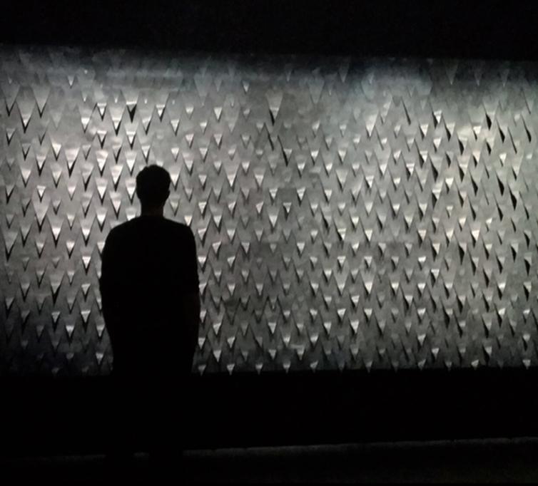 Selma Lepart (EnsadLab / Refective Interaction) | R.E.D., Réponse éléctrodermale, installation interactive, 2015 silicone, métaux à mémoire de forme, électronique | crédit photo : Studio MAC Creteil